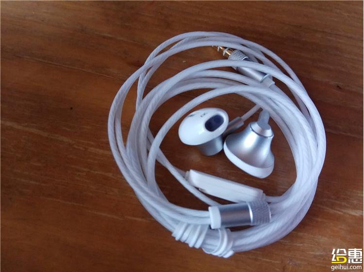【洛洛晒礼物】入耳式耳机
